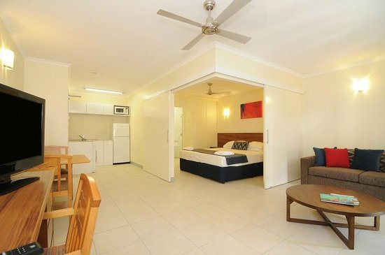 Cairns Queenslander Hotel and Apartments: Orchid One Bedroom Apartment (Modern Contemporary design)