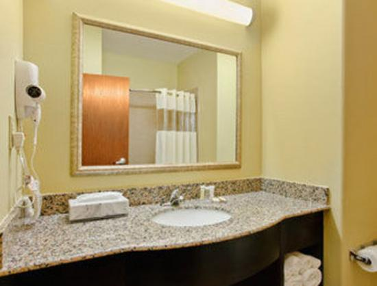 Howard Johnson Bunkie LA: Bathroom