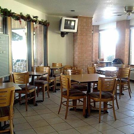 Regency Inn and Suites: Breakfast Area