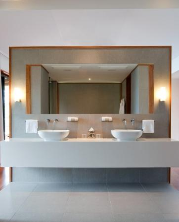 Qualia Resort: Qualia Leeward Bathroom Sept RGBFinal
