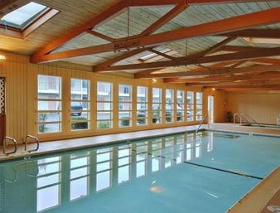 Beachway Inn and Suites: Pool