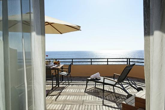 Radisson Blu Resort, Malta St Julian's: The Club Suite Terrace with the Jacuzzi