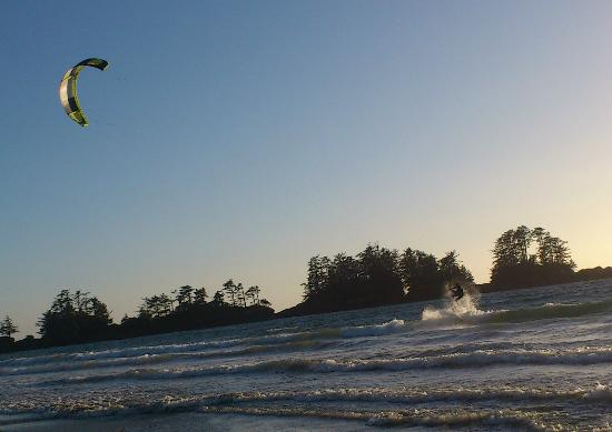 BriMar Bed and Breakfast: Kite Boarding on Chesterman Beach