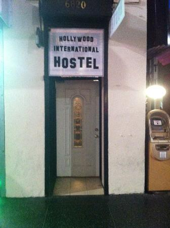 Hollywood International Hostel: Entrance