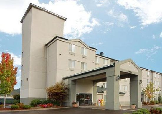 EconoLodge Inn & Suites: Exterior