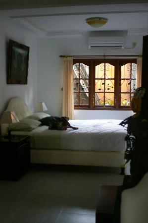 Narasoma Homestay: Bed in Suite