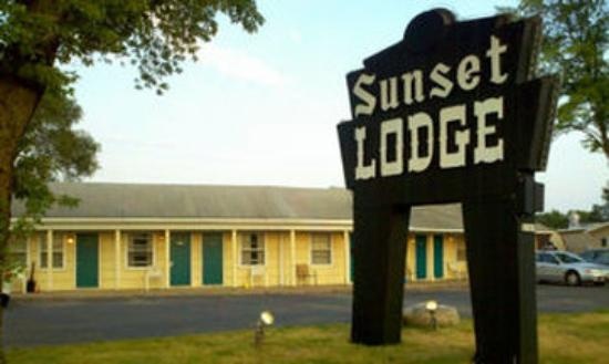 ‪Sunset Lodge Escanaba‬