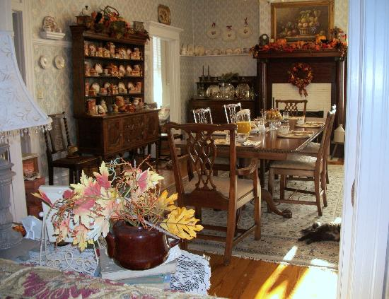 Belle Hearth Bed and Breakfast: Dining Room