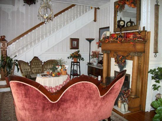 Belle Hearth Bed and Breakfast : Foyer