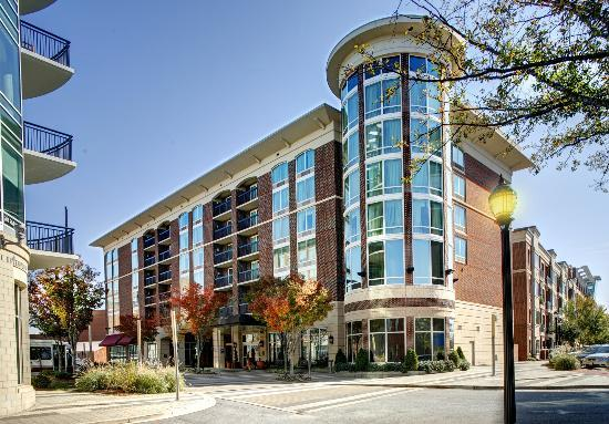 Hampton Inn & Suites Greenville - Downtown: Front Exterior