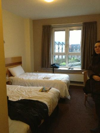 Jurys Inn Galway : Nice beds and View from room over river 
