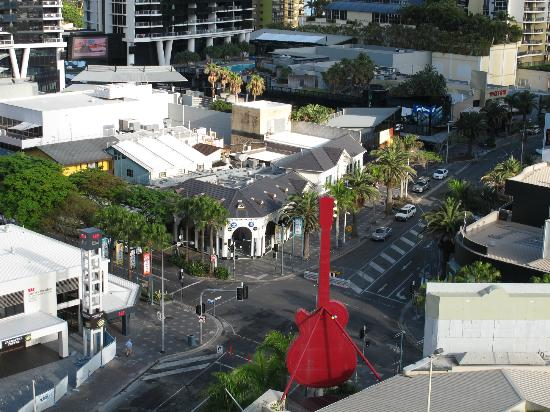 Hotel Grand Chancellor Surfers Paradise: View during the day