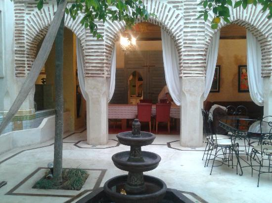Riad Misria: Patio con naranjos
