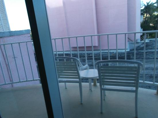 Atlantis - Coral Towers: Balcony (no nice view) :(