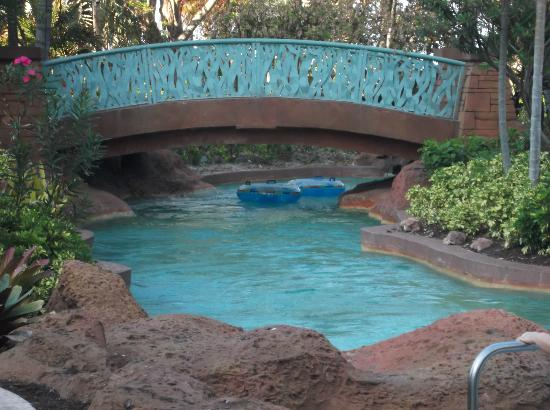 Atlantis Coral Towers, Autograph Collection: Lazy river ride near Coral and Beach Towers