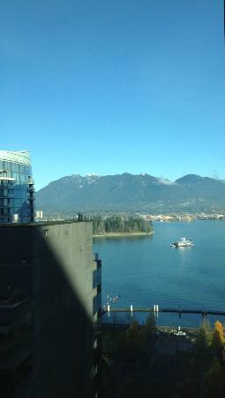 Coast Coal Harbour Hotel: View of mountains from our window