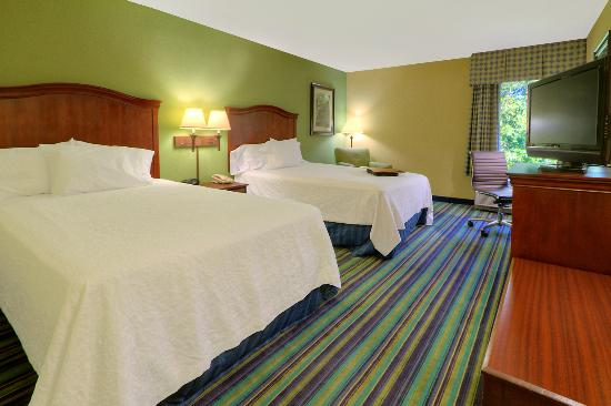 Hampton Inn Raleigh/Cary: Double/Double Guest Room