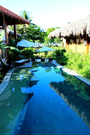 Pranamar Villas and Yoga Retreat: pool next to villa 3