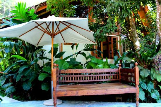 Pranamar Villas and Yoga Retreat: bench