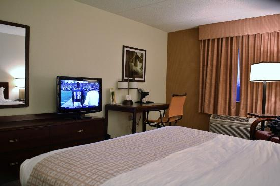La Quinta Inn & Suites Baltimore BWI Airport: Bedroom