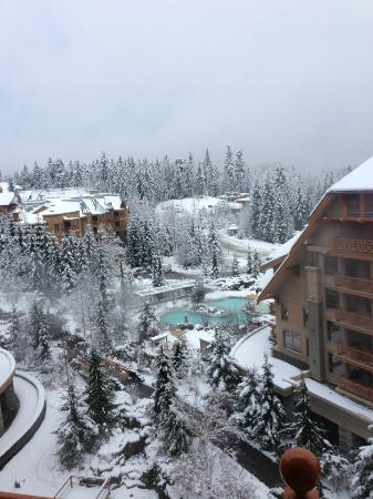 Four Seasons Resort Whistler: Morning after Big Snowfall...heaven!