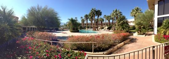 Miracle Springs Hotel and Spa: The pool area located in the center of the hotel