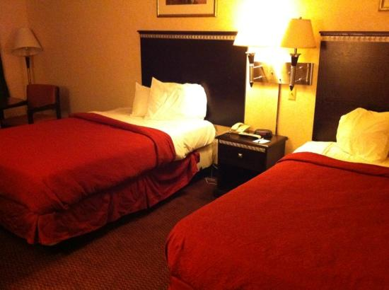 Americas Best Value Inn-Carneys Point/Wilmington: 2 double beds room