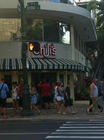 Ohana Waikiki West: Chili&#39;s directly underneath