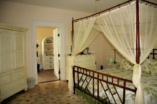 Ambrosia Key West Tropical Lodging: King size 4-poster bed with netting
