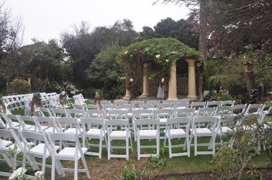 The Pierpont Inn & Spa: Rose garden wedding set up