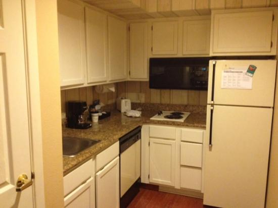 Homewood Suites by Hilton San Jose-Silicon Valley: Full kitchen!