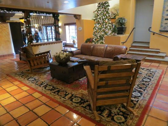 Table Mountain Inn: Lobby