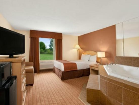 Jacuzzi Suite Picture Of Baymont Inn And Suites Charlotte Airport Charlotte Tripadvisor