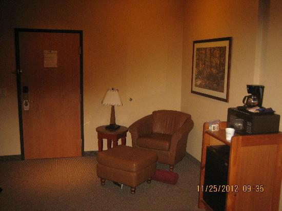 BEST WESTERN Plus Northwest Lodge: chair and desk