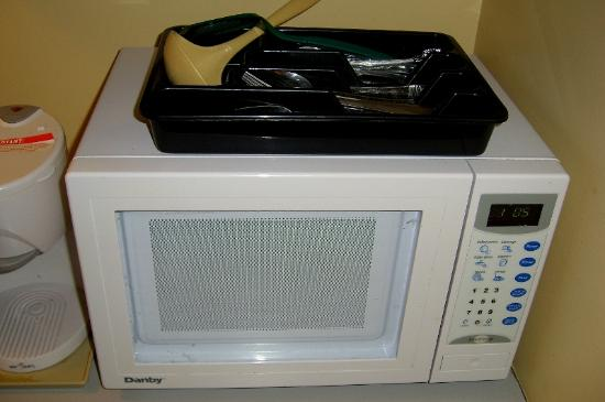 ‪‪The Discovery Inn‬: Microwave. Very clean.