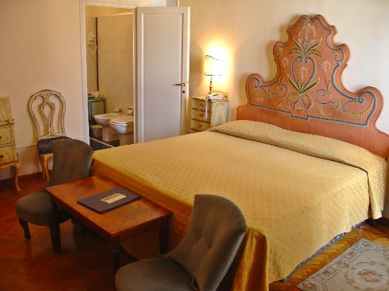 Principe Hotel room & bed