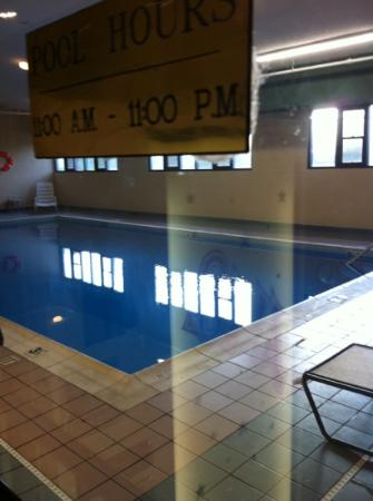 Quality Inn - Morehead: pool with moldy floor