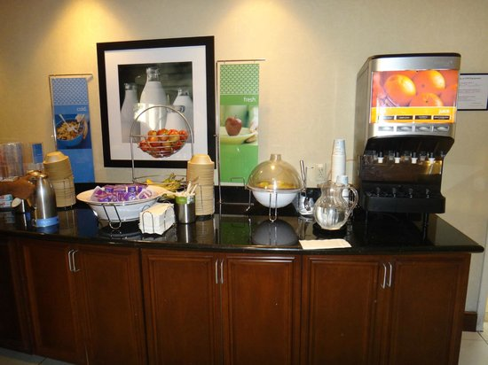 Hampton Inn Harriman Woodbury: CAFÉ DA MANHÃ