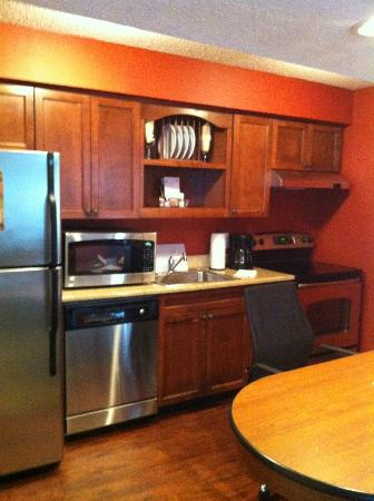 Residence Inn Buffalo Amherst: Kitchen