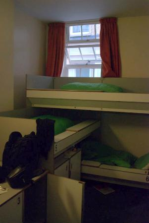 YHA London St Pauls: my bed was the top one to reach it step on the middle one...smart!!