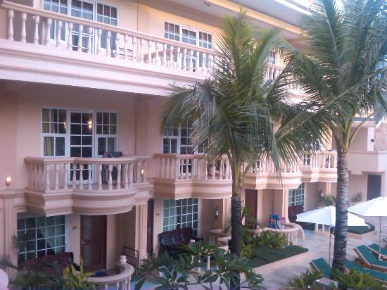 Boracay Garden Resort: the hotel at daytime