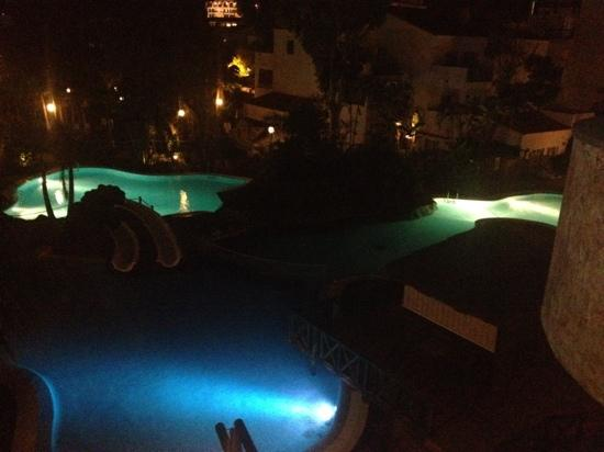 Park Club Europe Hotel: night pool
