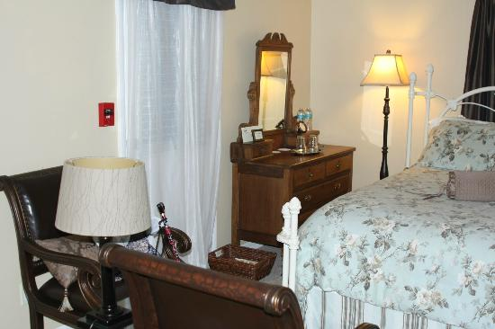 Carriage Way Bed and Breakfast: lovely room