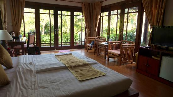 Hoi An Riverside Bamboo Resort: River View Suite