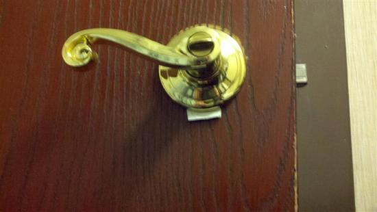 Hampton Inn Denver West / Golden: Door handle with paper shim