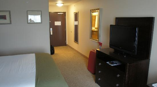 Holiday Inn Express Hotel &amp; Suites Dewitt (Syracuse): Entrance to My Room (419)