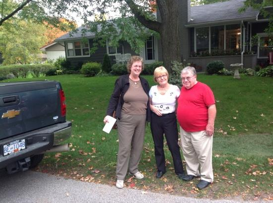 Cranberry House Bed &amp; Breakfast: Liz, Anne &amp; Charles outside Cranberry House