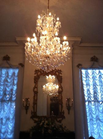 Magnolia Mansion: Chandeliers everywhere!