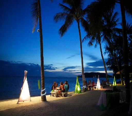 Lime n Soda Beach Front Resort: Dinner On The beach