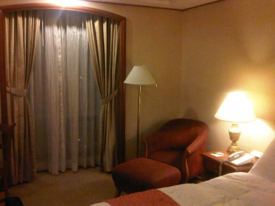 Richmonde Hotel Ortigas: Chair by the window